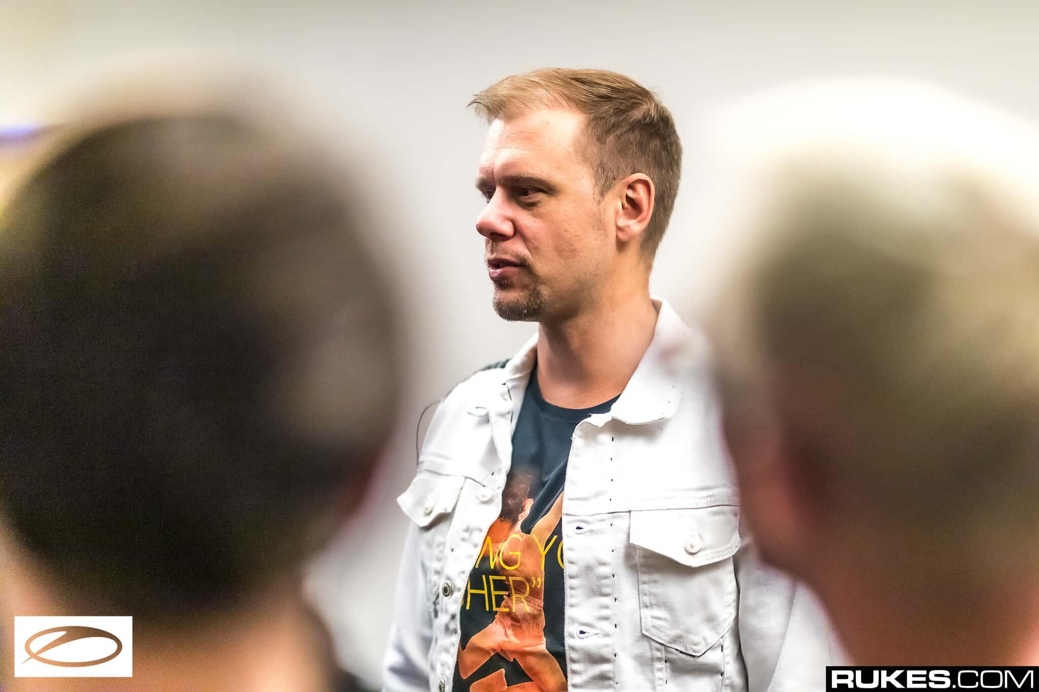 Armin van Buuren ASOT900